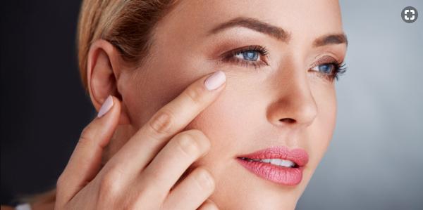 """Nếp nhăn trên khóe mắt chính là dấu hiệu đầu tiên cho thấy lão hóa da đã """"ghé thăm"""""""